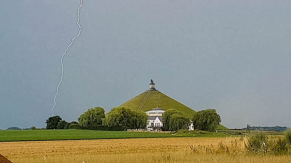 Lightning near Mont de Lion. Photo credits to James Earley